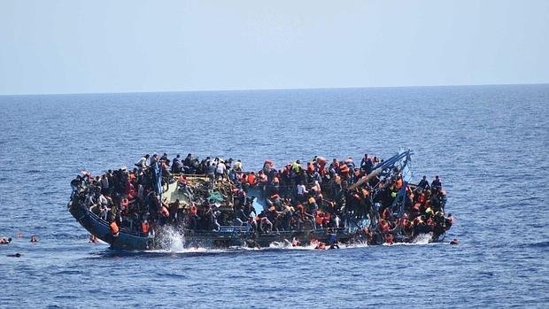 Foto de archivo de un rescate en el Mediterráneo