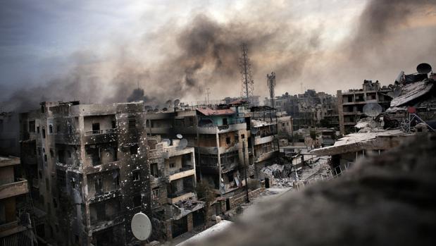 Bombardeos de artillería pesada en el distrito de Saif al Dawla de Alepo el 2 de Octubre de 2012