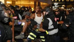 Decretado el toque de queda tras la muerte de un manifestante en los disturbios raciales en Charlotte