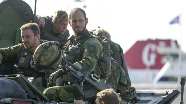 Parte de un equipo de combate de 160 hombres del ejército sueco a una sesión de maniobras en Visby, en la isla báltica de Gotland