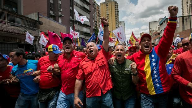 El alcalde del Municipio Libertador de Caracas, Jorge Rodríguez (3-i), el diputado de la Asamblea Nacional, Diosdado Cabello (c), el dirigente del Partido Socialista Unido de Venezuela (PSUV), Freddy Bernal (2-d) y el jefe de Gobierno del Distrito Capital, Daniel Aponte (d)
