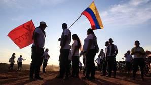 Las FARC ratifican el acuerdo de paz con Colombia y dejan las armas tras medio siglo de conflicto armado
