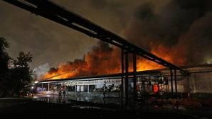 Mueren ocho bomberos por un gran incendio en Moscú