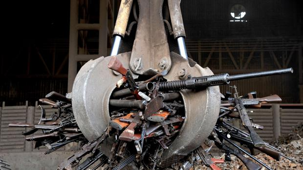 Armas decomisadas al ELN y las FARC, antes de ser destruidas en Sogamoso (Boyacá)