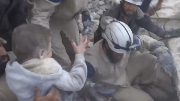 Momento en el que los pequeños son rescatados
