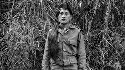 La guerrillera Catarina posa antes de pasar a la vida civil