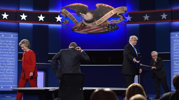 El primer encuentro entre Trump y Clinton ha durado 90 minutos