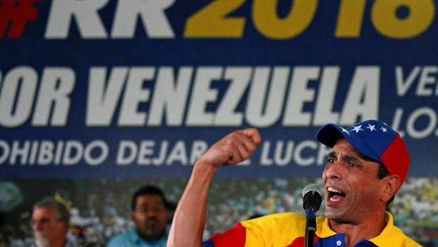 Henrique Capriles se dirige a sus seguidores este lunes en Caracas