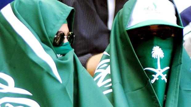 Dos mujeres saudíes en París