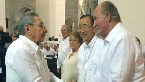 El Rey Juan Carlos muestra su apoyo al acuerdo de paz en Colombia junto a decenas de dignatarios