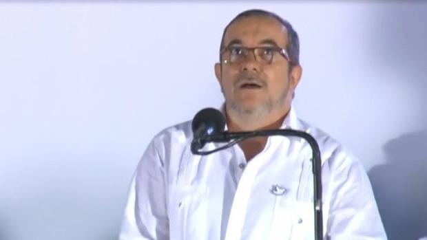 El líder de las FARC interrumpió su discurso asustado por el sobrevuelo de unos aviones de caza