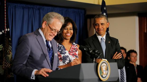 Jeffrey DeLaurentis hablando durante la rueda de prensa en la que el Presidente Obama anunció su nombramiento
