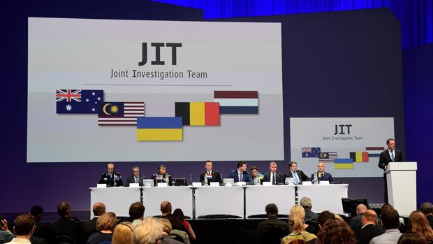 El panel de expertos informa a los medios del resultado de la investigación en Nieuwegein,