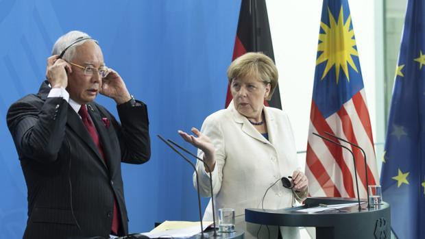 La canciller Merkel con el primer ministro de Malasia, ayer en Berlín