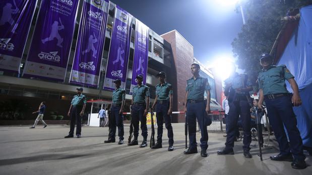 La Policía de Bangladesh, desplegada con motivo de un partido de críquet