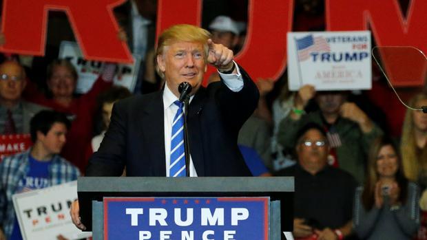 El candidato republicano Donald Trump en un acto de campaña en Waukesha, Wisconsin
