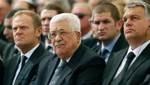 Netanyahu y Abbas se estrechan la mano en el funeral de Simon Peres