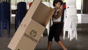 Los colombianos comienzan a votar para ratificar o rechazar una «paz estable y duradera» con las FARC