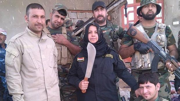 La mujer iraquí que decapita a soldados del Daesh para vengar el asesinato de su familia