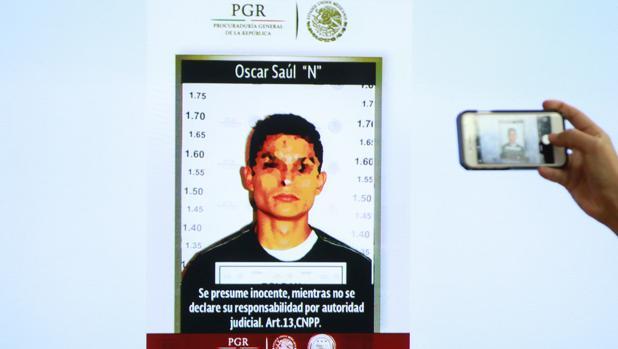 Fotografía presentada hoy, lunes 3 de octubre de 2016, en una rueda de prensa en la que se observa a Óscar Saúl «N», presunto homicida de la española María Villar