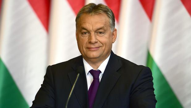 El presidente húngaro, Viktor Oban, asiste a una rueda de prensa tras el referéndum sobre la reubicación de refugiados en el país