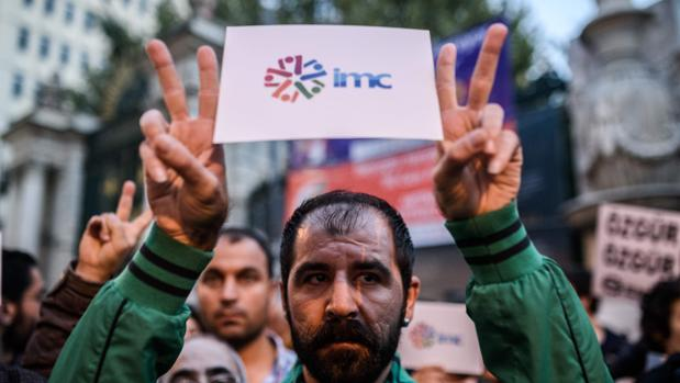 Trabajadores de la TV prokurda protestan en Estambul contra el Gobierno