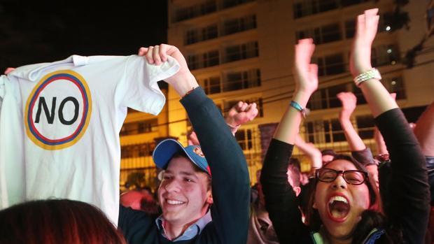 Partidarios del «no» celebran en las calles de Colombia el resultado del referéndum