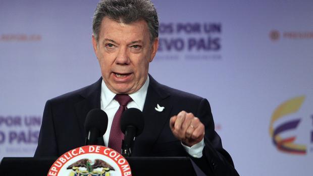 El presidente colombiano, Juan Manuel Santos, no se plantea la dimisión tras conocer los resultados del referéndum en que Colombia ha votado «no» al acuerdo de La Habana