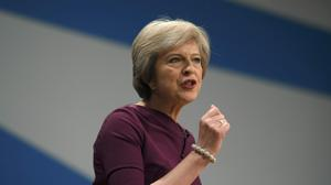 May arrumba a Cameron y defiende un estado intervencionista