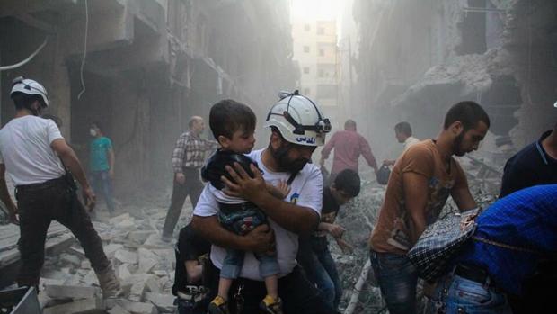 Los cascos blancos es una organización civil de voluntarios que trabaja en el rescate de víctimas de la guerra en Siria