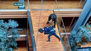 El Parlamento como cuadrilátero: las batallas «a golpes» más memorables de la política