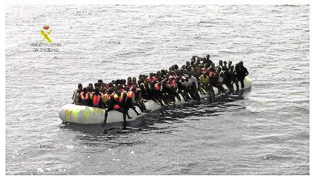 La Guardia Civil realizó ayer su mayor rescate en aguas del Mediterráneo al socorrer a 1.258 inmigrantes a la deriva frente a las costas de Libia