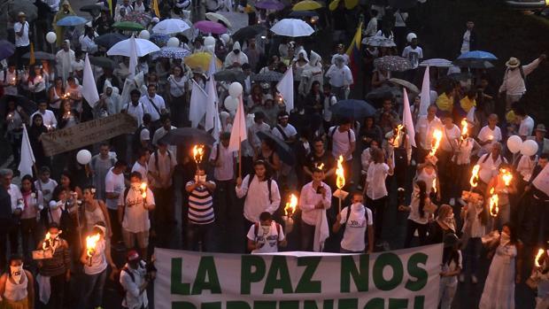 Marcha por la paz en Medellín, Colombia, pocos días después del «no» en las urnas a los acuerdos firmados entre el Gobierno y las FARC