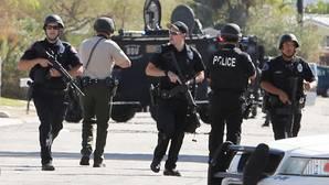 Mueren dos policías y un tercero resulta herido en un tiroteo en California