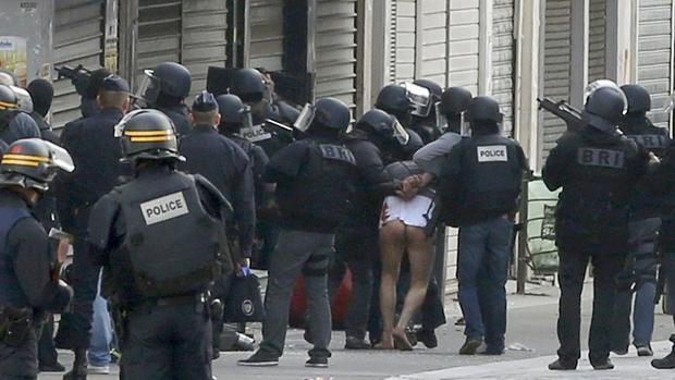 La Policía arresta a varios sospechosos durante una macrorredada en París