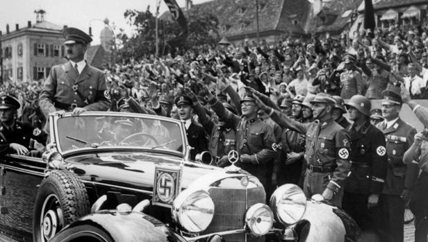 Hitler, aclamado en Alemania en 1938