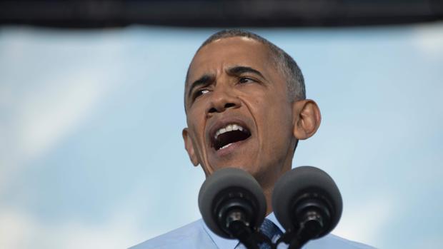 Obama, durante un acto de campaña por Hillary Clinton, ayer, en Carolina del Norte