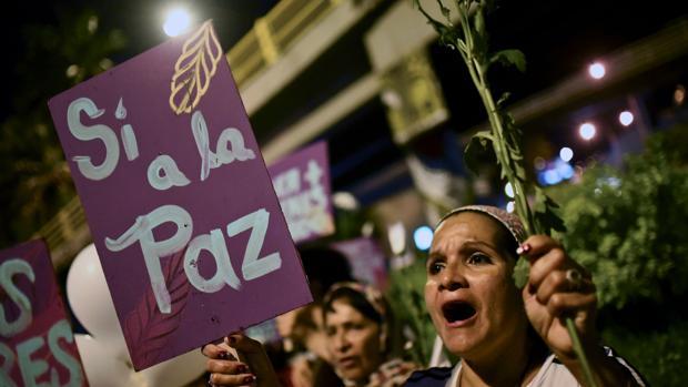 Una de las mujeres que se ha manifestado por la paz en Cali