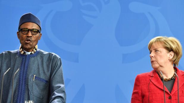 El presidente de Nigeria, Muhammadu Buhari, y la canciller alemana, Angela Merkel, este viernes en una conferencia de prensa en Berlín