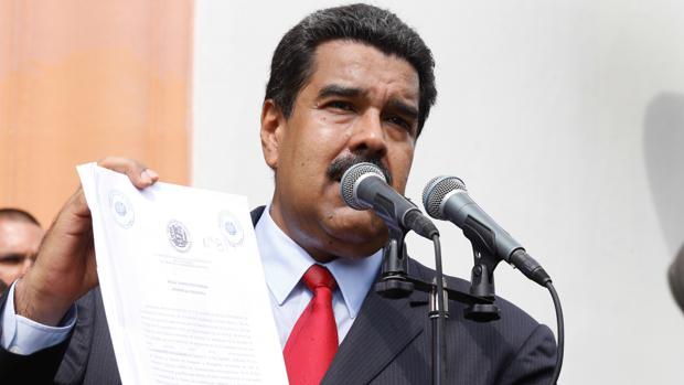 El presidente de Venezuela, Nicolás Maduro, presenta el presupuesto fiscal de 2017 este viernes en un acto público