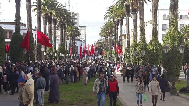 Una multitud espera en las calles de Rabat el paso del rey Mohamed VI, que inauguró ayer la legislatura del nuevo parlamento