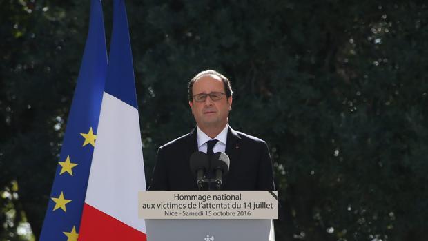 El presidente frAncés, François Hollande, durante el homenaje