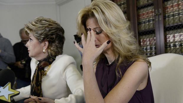Summer Zervos durante su comparecencia ante los medios, junto a su abogada, para denunciar a Trump