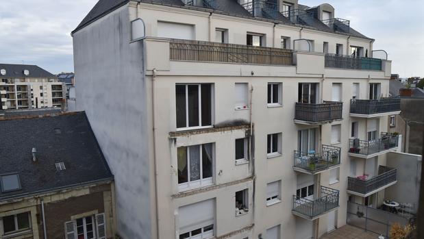 Imagen del edificio en el que se ha derrumbado el balcón en Angers, Francia