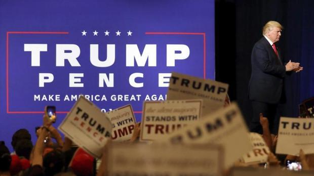 El candidato republicano a la presidencia de Estados Unidos Donald Trump pronuncia su discurso en uno de sus actos electorales