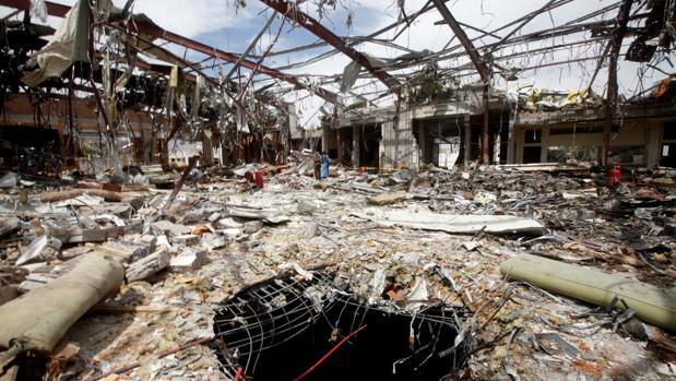 Las consecuencias de uno de los bombardeos sobre Yemen