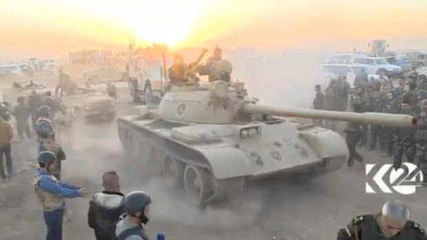Fuerzas iraquíes en las cercanías de Mosul en la madrugada de ayer
