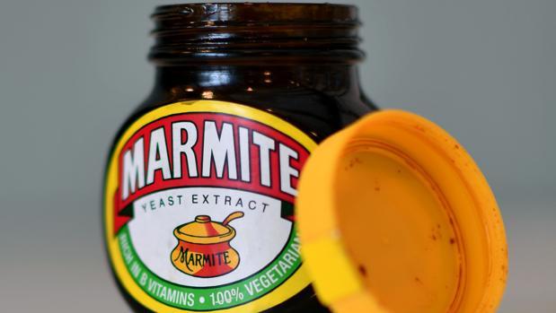 Un tarro de marmite, crema para las tostadas del desayuno favorita de los ingleses, que ha comenzado a escasear en los supermercados