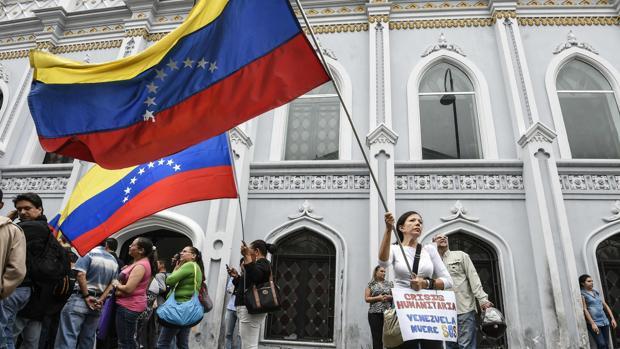 Un grupo de mujeres protestan en Caracas para reclamar la convocatoria del referéndum revocatorio contra Nicolás Maduro, la semana pasada en Caracas
