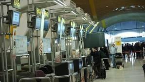Declaran seguro el aeropuerto Ciudad de Londres tras evacuarlo por un incidente químico